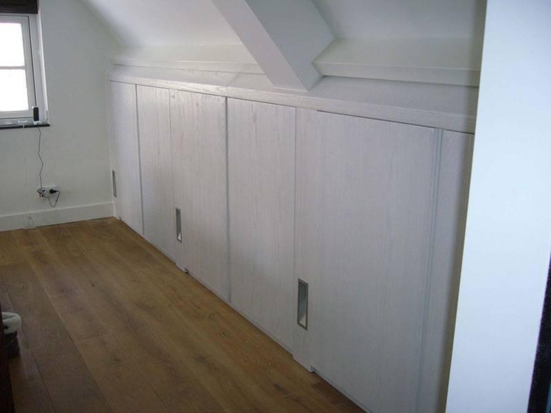 Inbouwkasten slaapkamer schuine wand kasten schuin dak on pinterest wands doors and met - Mezzanine onder het dak ...