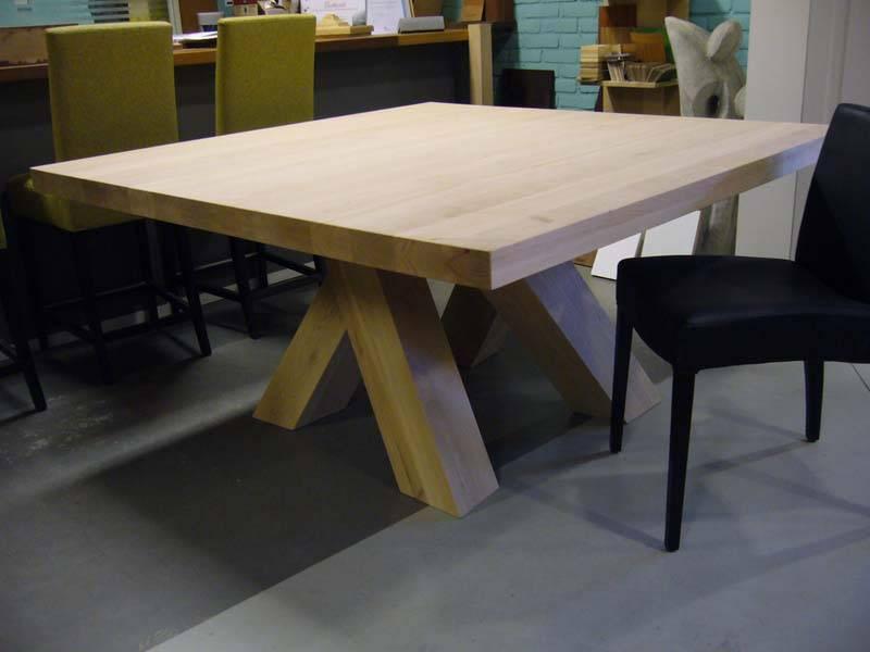 Vierkante tafel te boveldt meubelmakerij interieurbouw - Eettafel personen ...