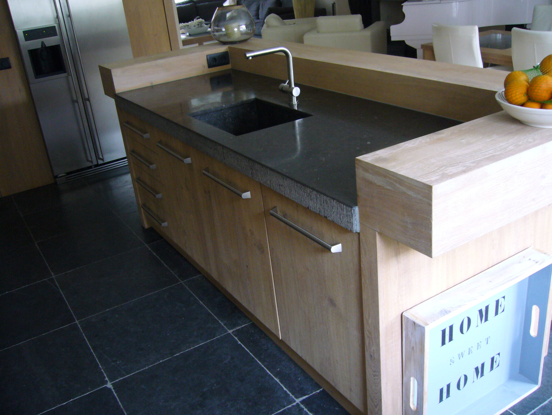 Keuken Met Natuursteen : Keuken geborsteld eiken met natuursteen Te Boveldt Meubelmakerij