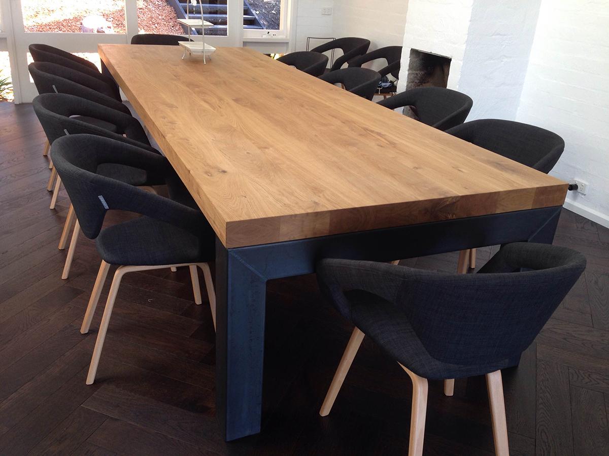 Grote eiken eettafel zwart staal te boveldt meubelmakerij interieurbouw - Zeer grote eettafel ...
