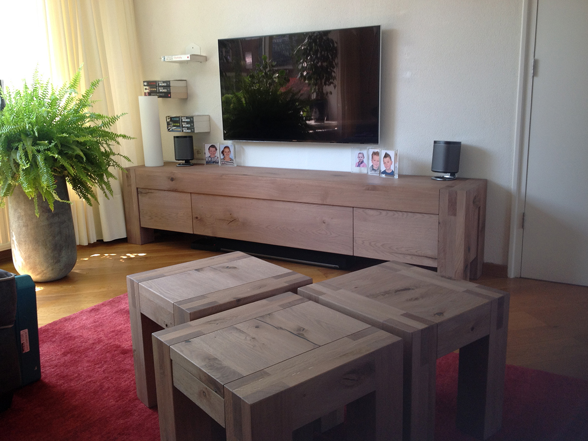 Click to enlarge image 1503021 Tv_dressoir_eikenhout_robuust_greeploos2.jpg