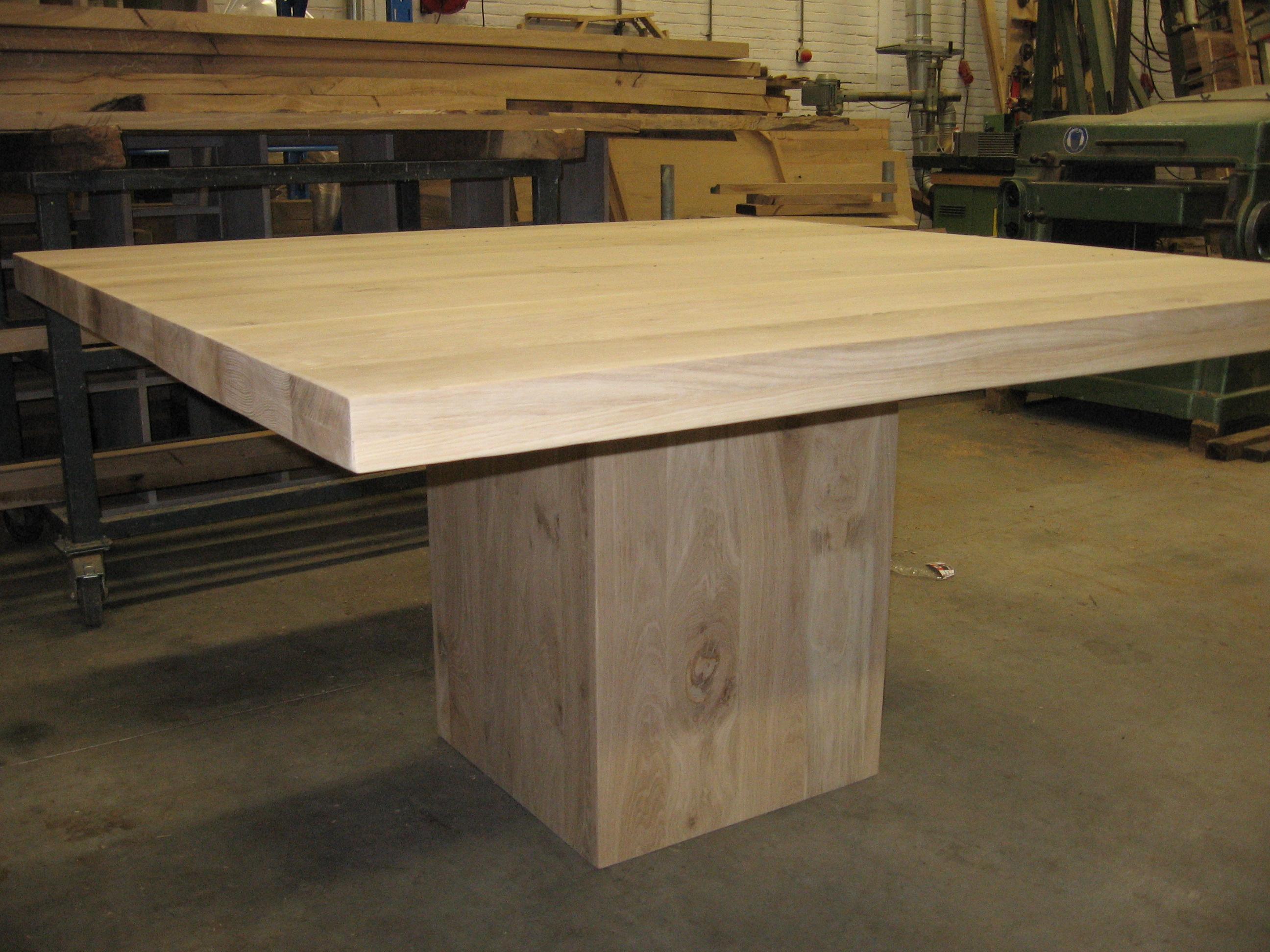 Vierkante tafel kolompoot te boveldt meubelmakerij interieurbouw - X houten ...