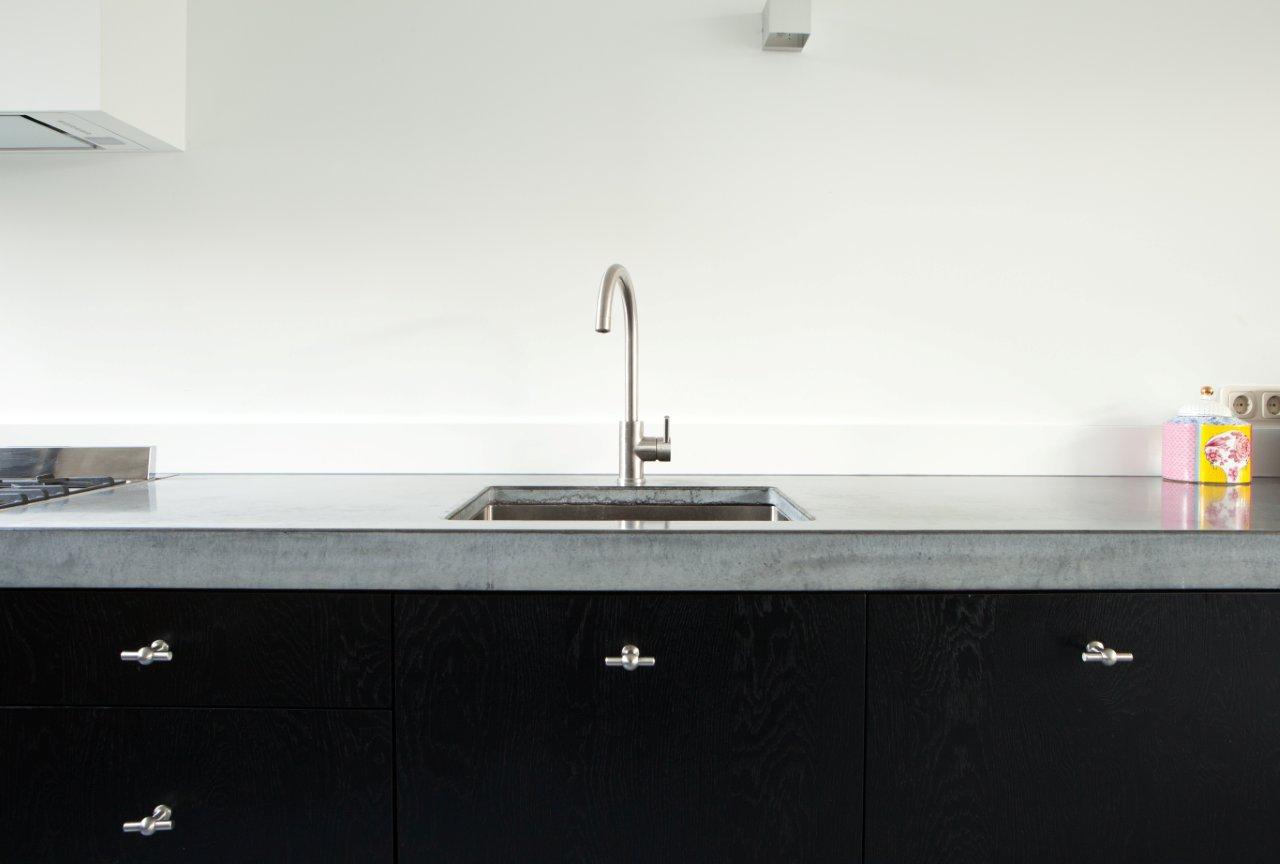 Zwart Betonvloer Keuken : Zwarte keuken met beton u informatie over de keuken