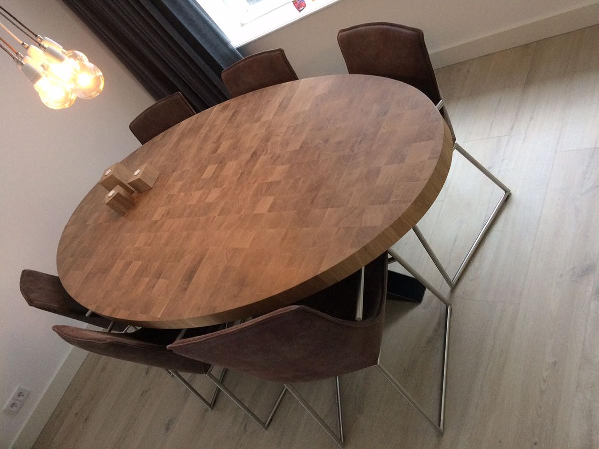 Eettafel ovaal kops hout eikenhout zwart staal industrieel uniek