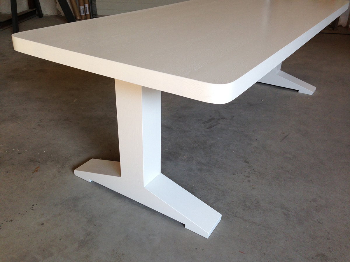 Eettafel T poot wit gespoten RAL 9010   Te Boveldt Meubelmakerij  u0026 Interieurbouw
