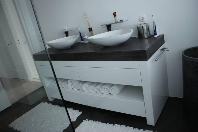 Badkamermeubel MDF hoogglans beton : Te Boveldt Meubelmakerij ...