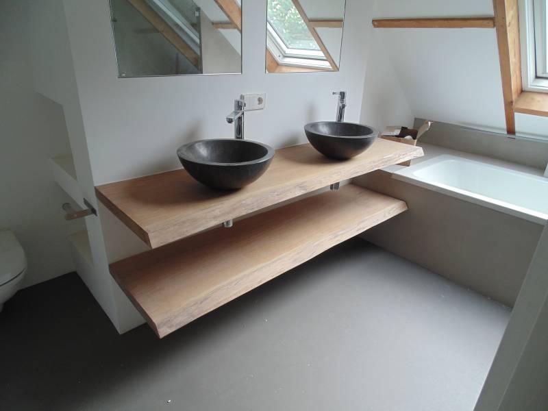 badkamermeubel zwevend met schorsranden te boveldt