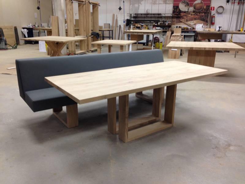 Bank eikenhout gestoffeerd eetkamer te boveldt meubelmakerij interieurbouw - Keuken met bank ...