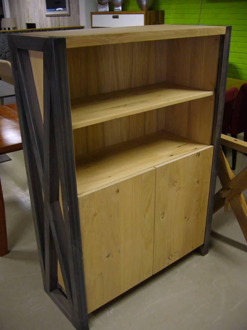 Boekenkast zwart staal eikenhout te boveldt meubelmakerij interieurbouw - Boekenkast hout en ijzer ...