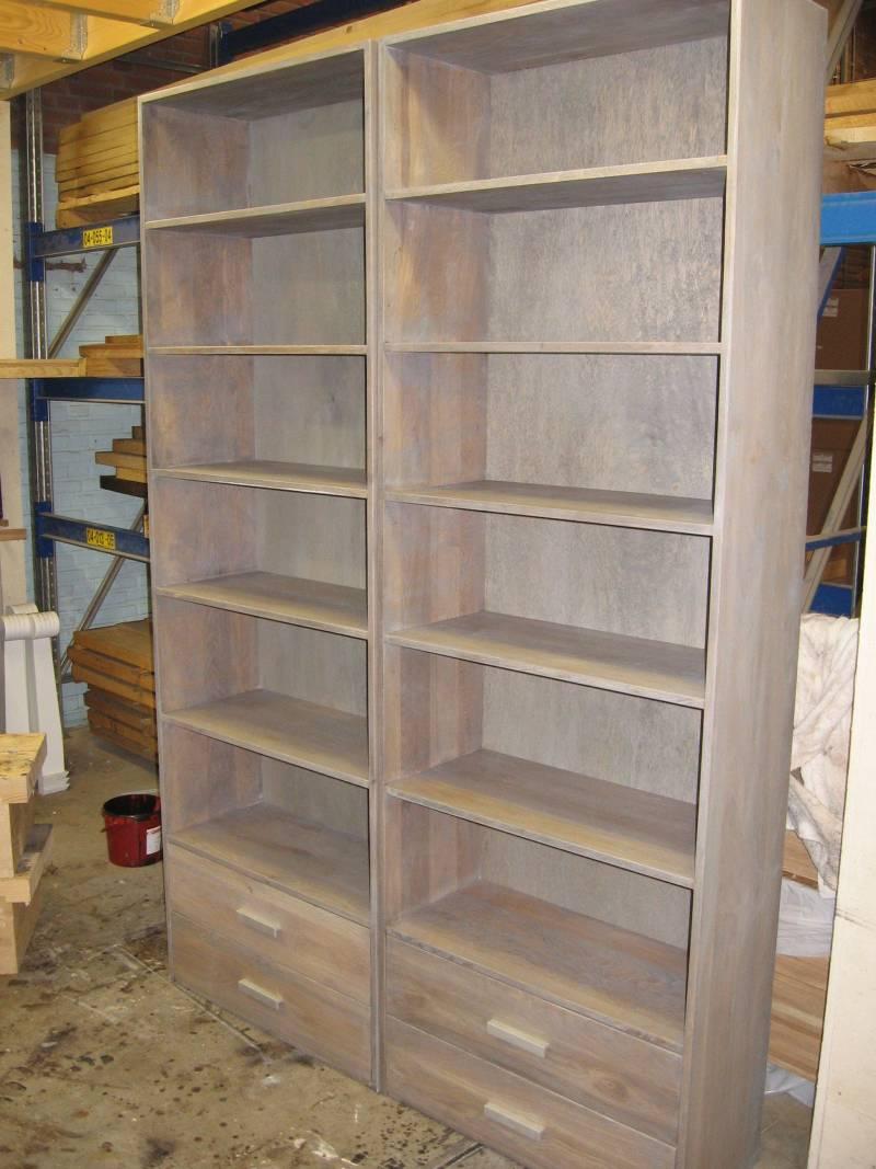 Klassieke Eikenhouten Boekenkast.Boekenkasten Eikenhout Grijze Olie Te Boveldt Meubelmakerij