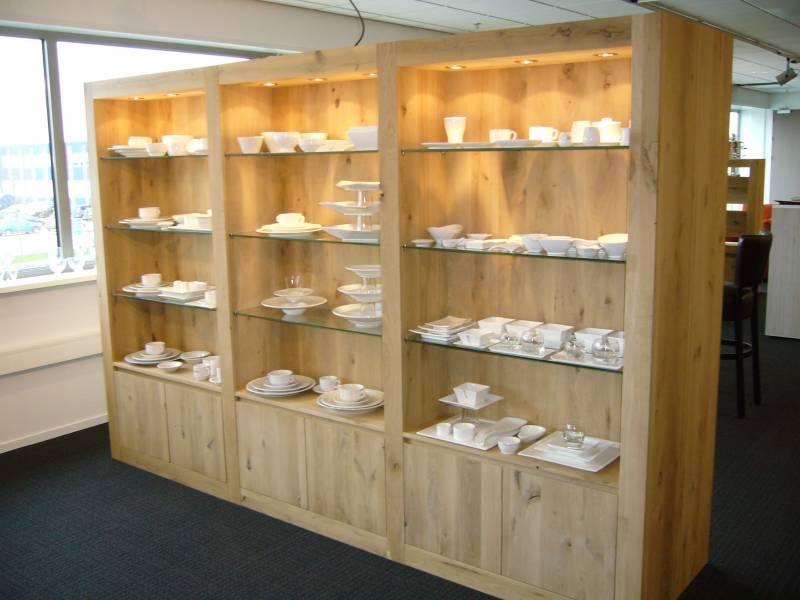 Buffetkast eiken glas led spots te boveldt meubelmakerij interieurbouw - Keuken glas werkplaats ...
