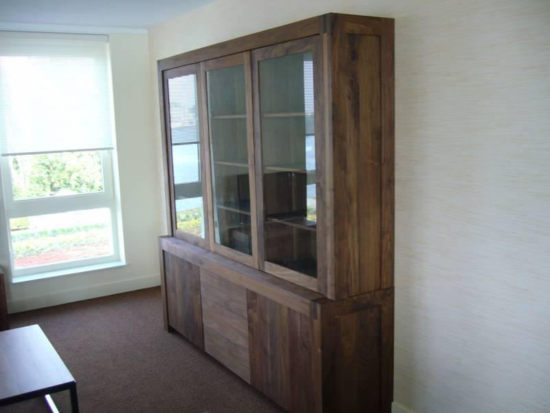Buffetkast walnoot glas greeploos laden deuren te boveldt meubelmakerij interieurbouw - Keuken glas werkplaats ...