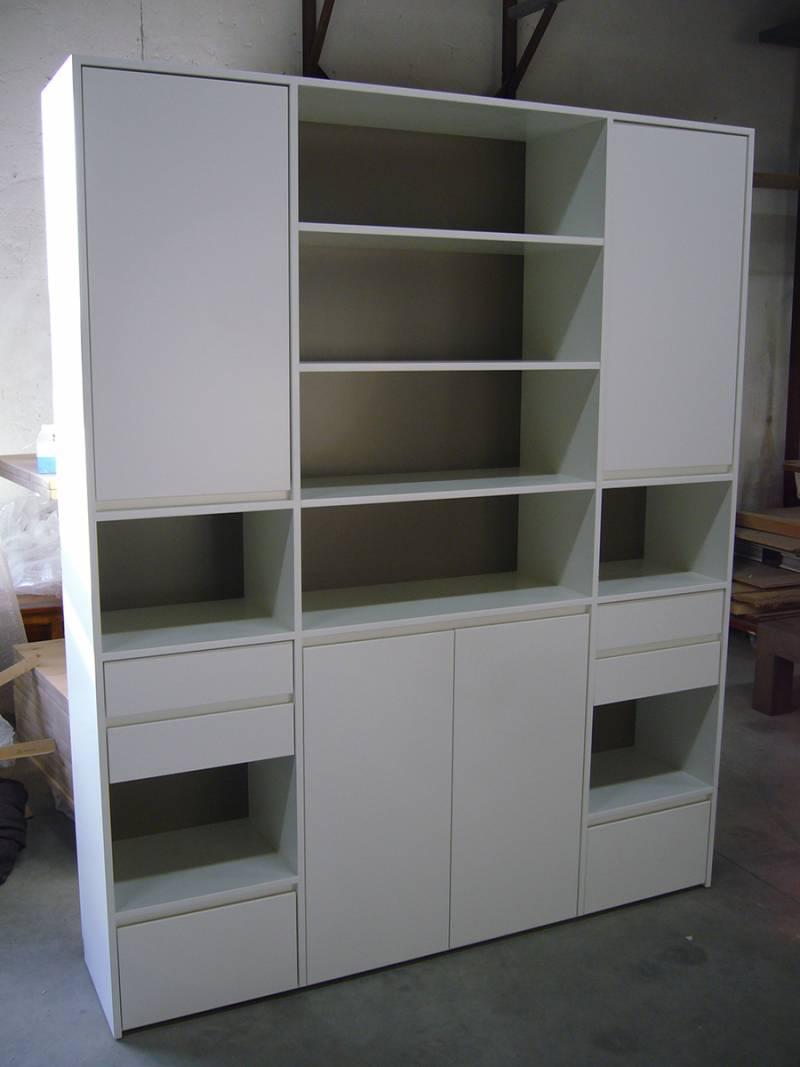 Buffetkast wit taupe symmetrisch greeploos te boveldt - Bureau dans une armoire ...