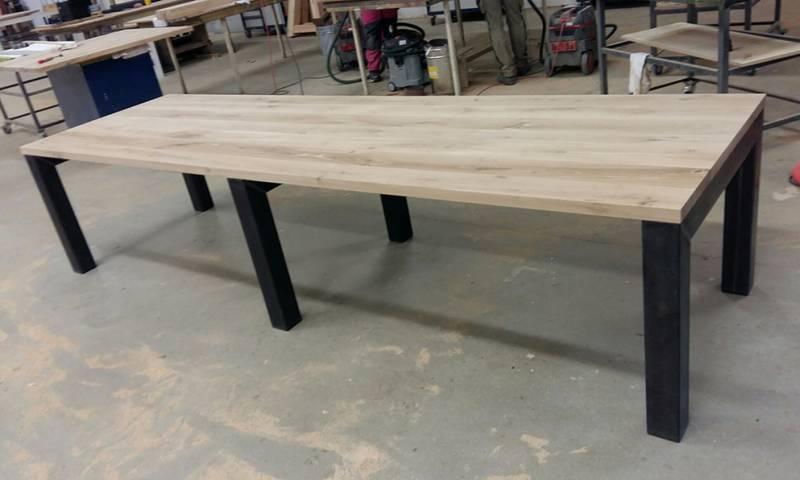 Bureau eikenhout zwart staal 2 delen te boveldt meubelmakerij