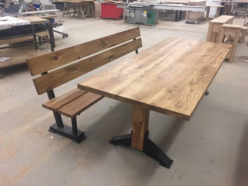 Eettafel bank robuust eikenhout zwart staal stoere set te boveldt