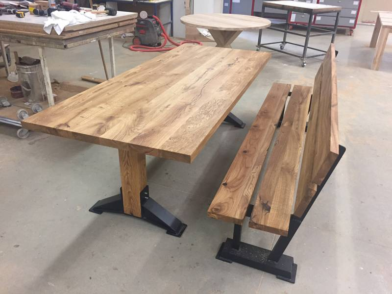 Eettafel bank robuust eikenhout zwart staal te boveldt