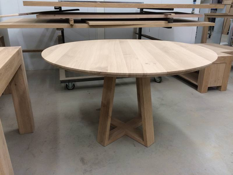 Eettafel rond eikenhout verjongd uniek onderstel te boveldt