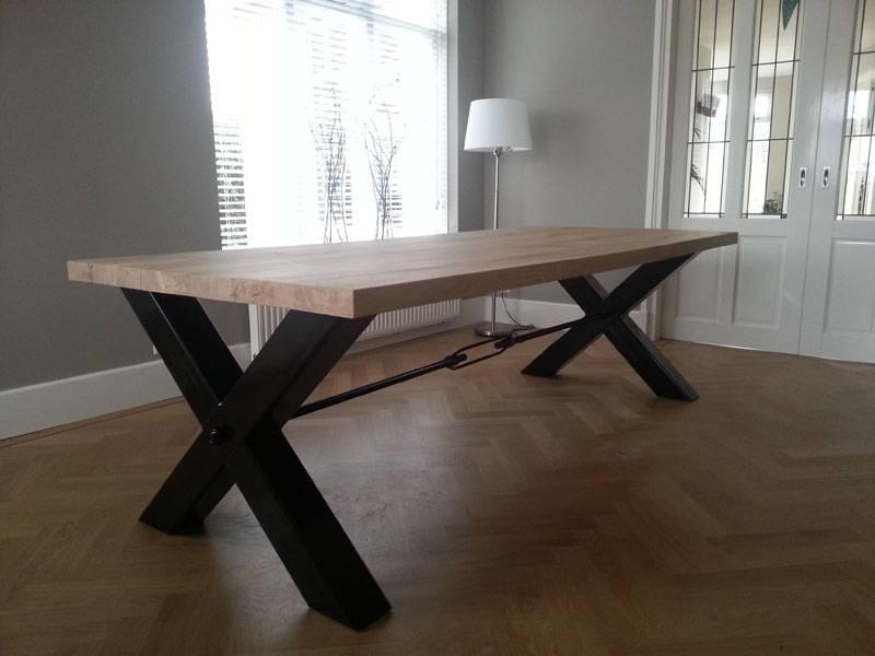 Eettafel poot zwart staal eikenhout te boveldt meubelmakerij