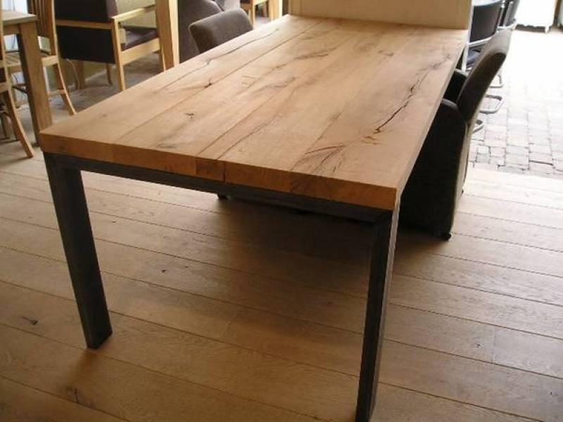 Eiken tafel met stalen jukken te boveldt meubelmakerij for Eiken tafel