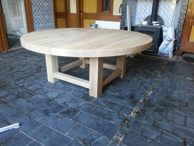 Grote ronde eettafel eikenhout te boveldt meubelmakerij