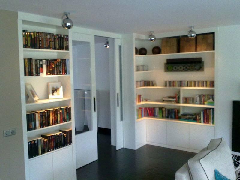 Kamer en suite boekenkast schuifdeuren te boveldt meubelmakerij interieurbouw - Witte kamer en fushia ...