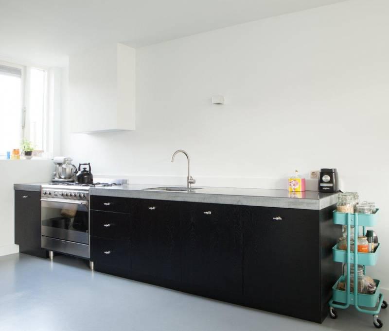 Keuken beton zwart stoer eethoek te boveldt meubelmakerij interieurbouw - Eethoek in de keuken ...