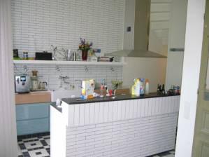 Keuken in hoogglans te boveldt meubelmakerij interieurbouw - Model badkamer betegeld ...
