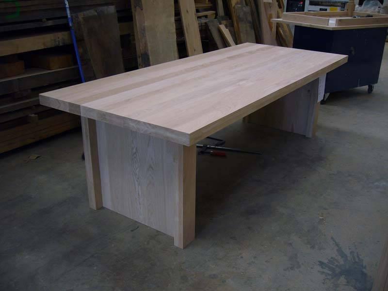 Moderne eettafel dichte poten eikenhout te boveldt meubelmakerij interieurbouw - Eettafel moderne ...