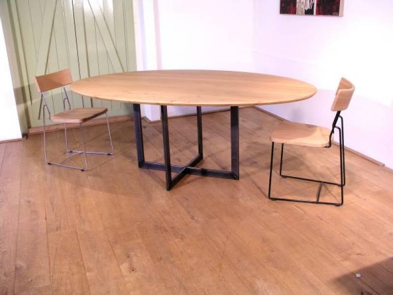 Ovale tafel rank onderstel staal te boveldt for Ovale tafel