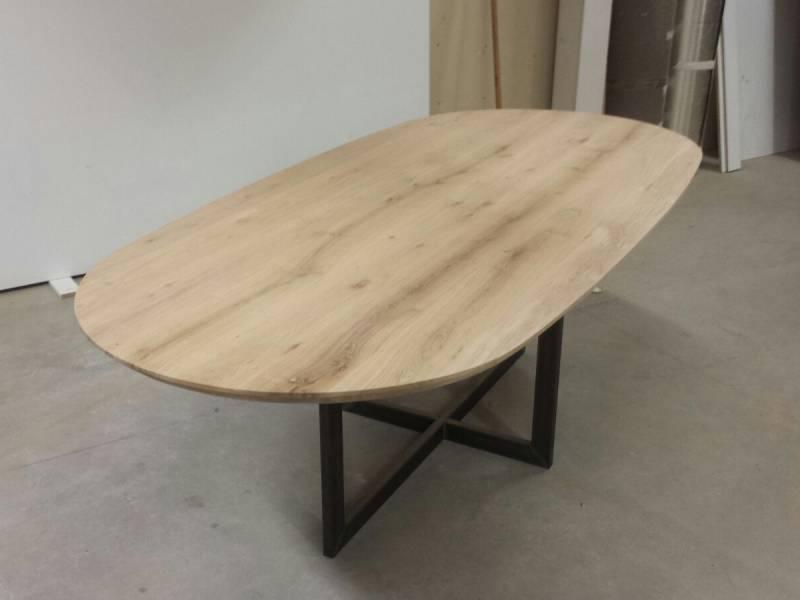 Ovale tafel rechte zijden zwart staal eiken te boveldt