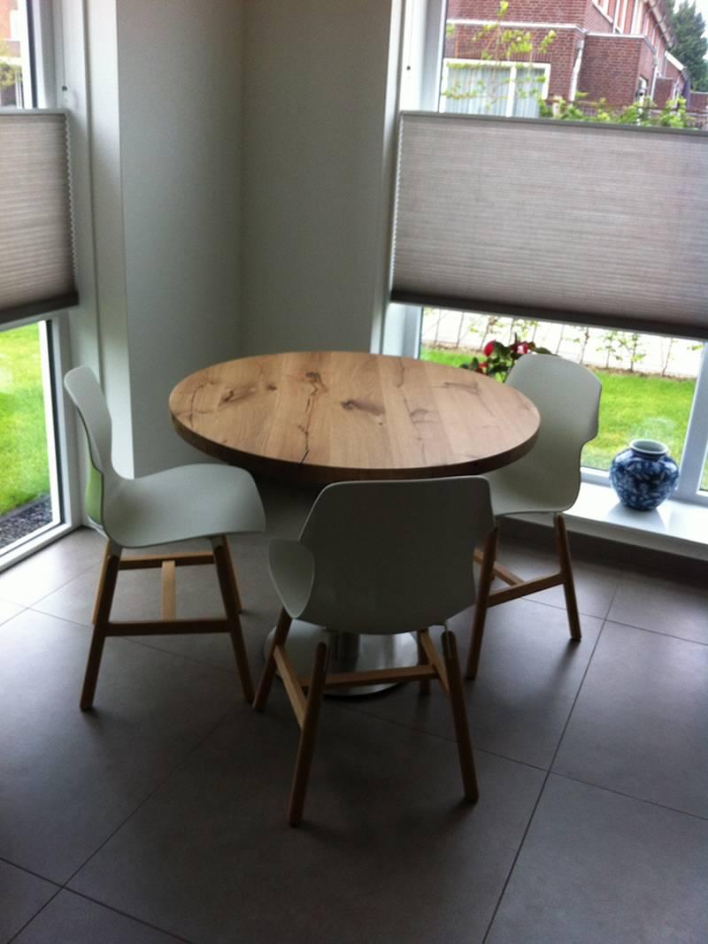 Ronde tafel robuust eiken rvs te boveldt meubelmakerij for Ronde eiken eettafel