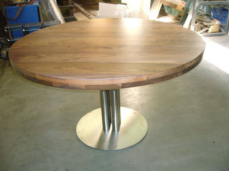 Tafel rond walnoot rvs kokers te boveldt meubelmakerij for Eettafel rond