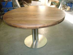 Tafel rond walnoot RVS kokers