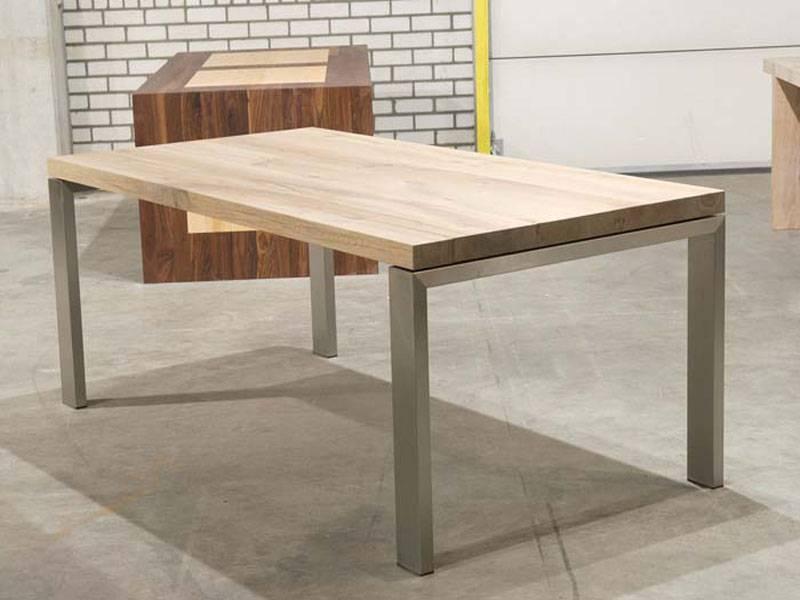Tafel rvs onderstel eikenhout blad te boveldt meubelmakerij interieurbouw - Eettafel moderne ...