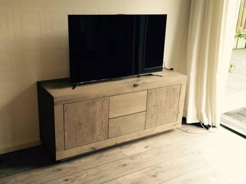 Dressoir Eikenhout Modern.Tv Dressoirs Te Boveldt Meubelmakerij Interieurbouw
