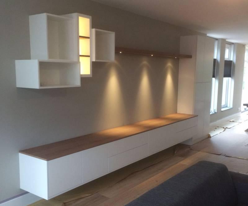 Tv dressoir wandkast eikenhout wit led spots te boveldt for Tv wandkast