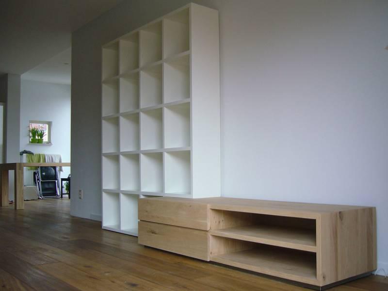 Tv meubel met boekenkast eikenhout MDF RAL 9010   Te Boveldt Meubelmakerij  u0026 Interieurbouw