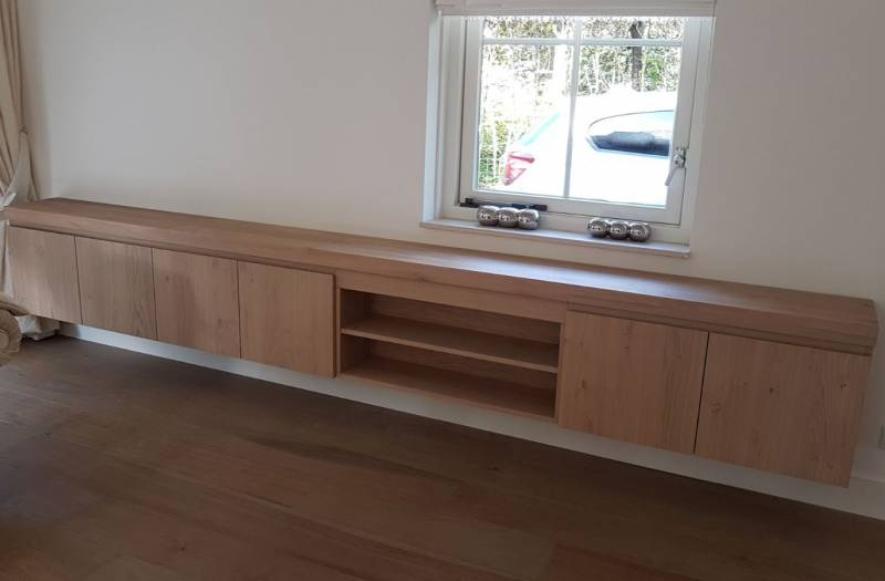 Zwevende Tv Meubels : Tv meubel zwevend eikenhout greeploos deuren open te boveldt