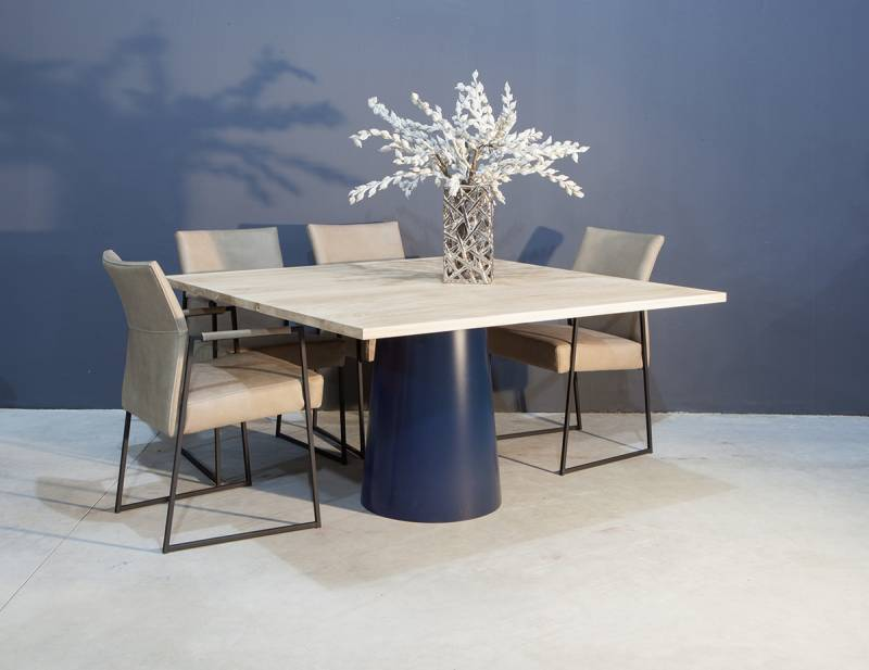 Vierkante tafel great tafel vierkant van steigerhout for Vierkante tafel