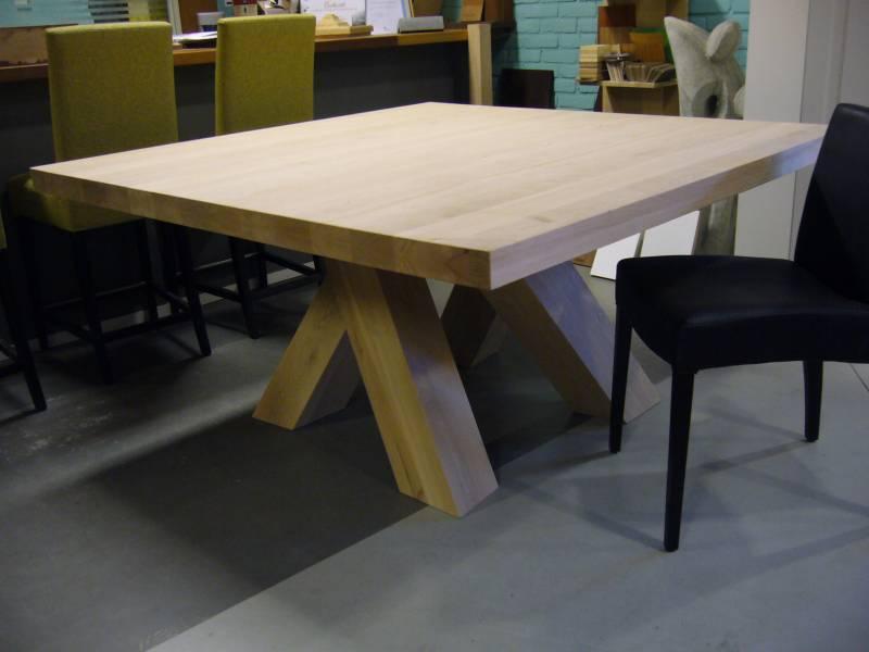 Vierkante tafel schuine poten   Te Boveldt Meubelmakerij  u0026 Interieurbouw